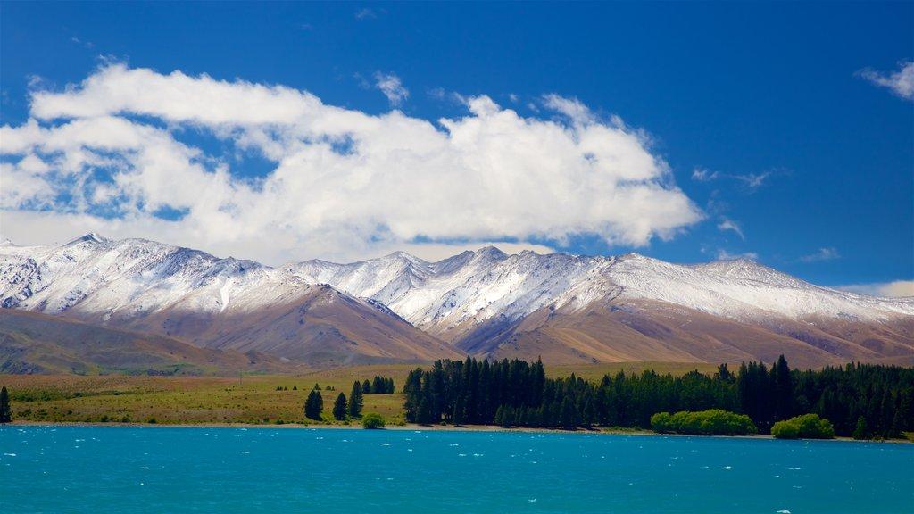 Lake Tekapo showing a lake or waterhole, mountains and snow