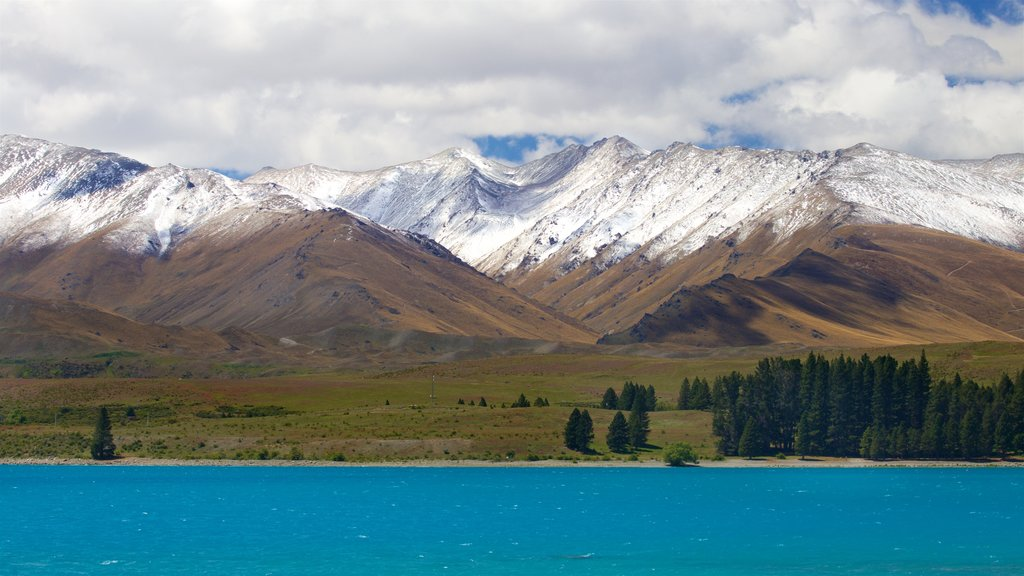 Lake Tekapo which includes snow, mountains and a lake or waterhole