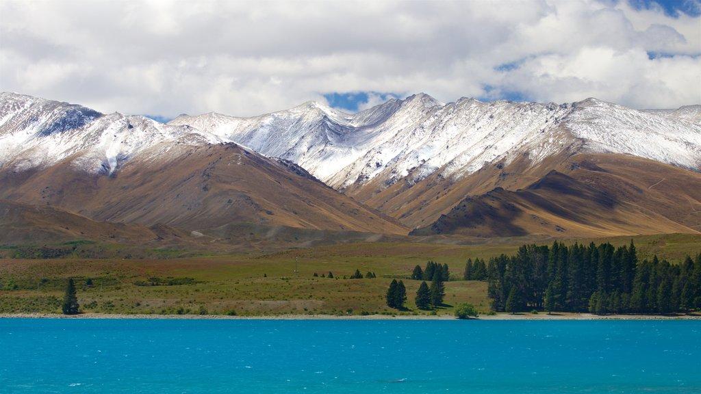 Lake Tekapo ofreciendo montañas, nieve y un lago o abrevadero