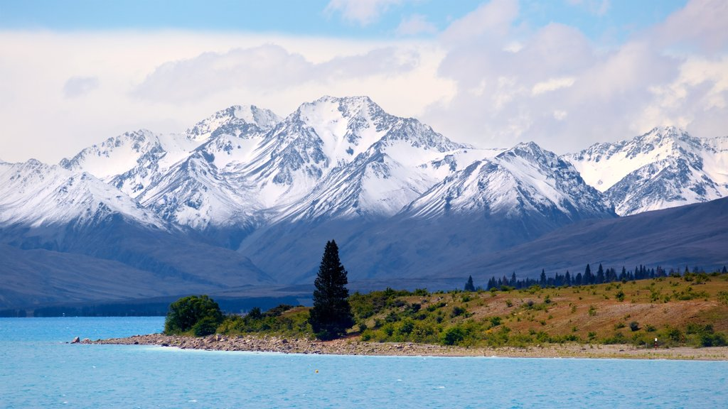Lake Tekapo showing mountains, a lake or waterhole and snow