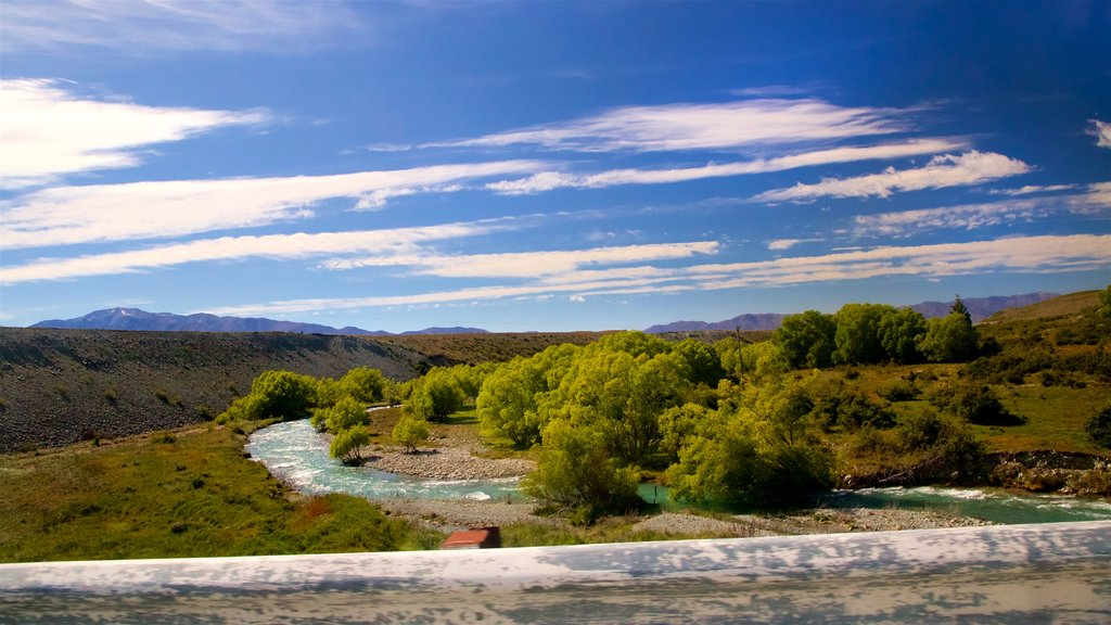 Lake Tekapo ofreciendo escenas tranquilas, un río o arroyo y vistas de paisajes