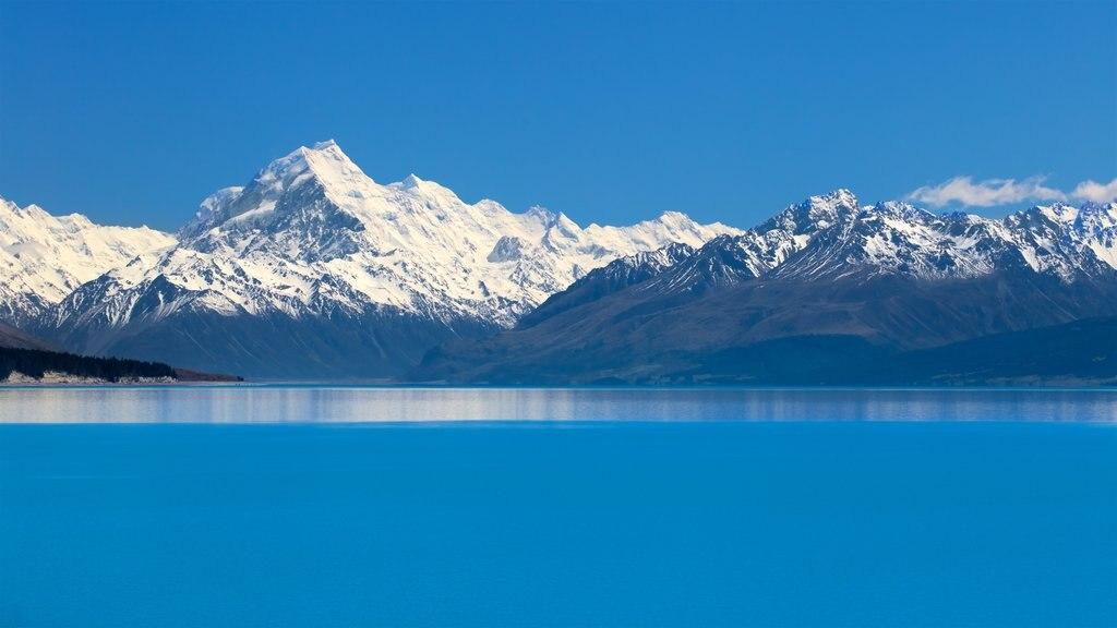 Lake Pukaki que incluye montañas, un lago o abrevadero y nieve