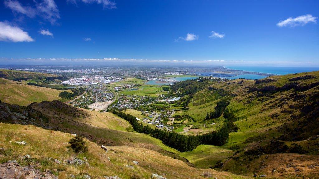 Mount Cavendish ofreciendo una ciudad, escenas tranquilas y vistas generales de la costa