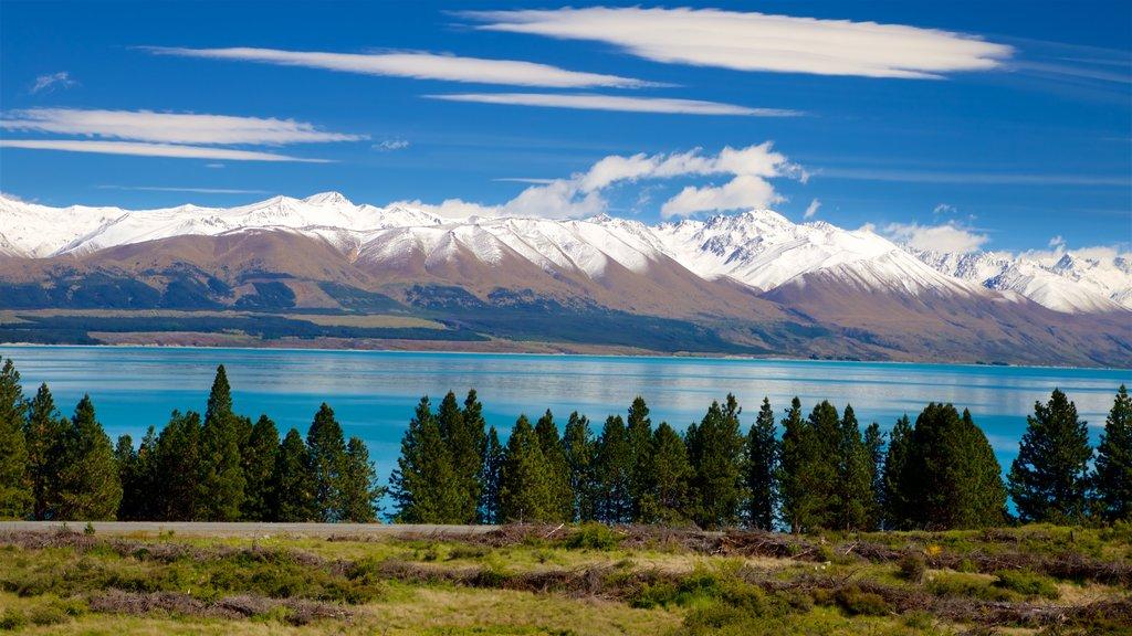 Lake Pukaki que incluye montañas, escenas tranquilas y nieve