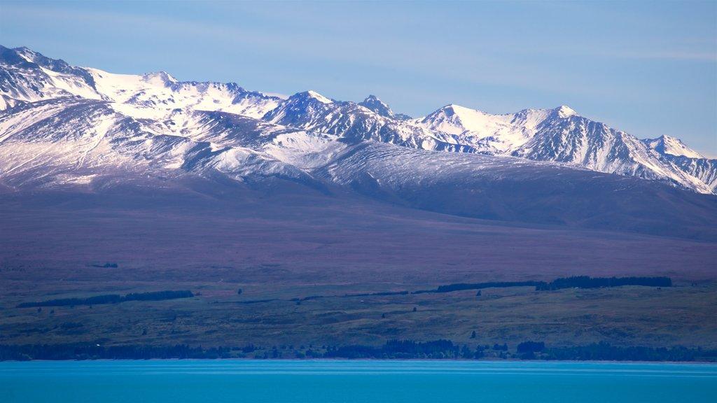Lake Pukaki que incluye nieve, montañas y un lago o abrevadero