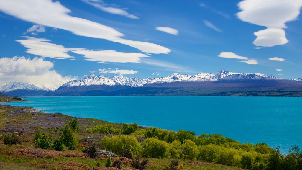 Lake Pukaki que incluye escenas tranquilas, montañas y un lago o abrevadero