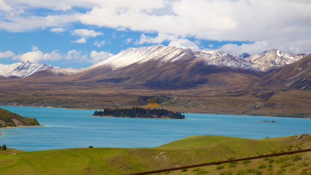 Observatorio de Mount John mostrando escenas tranquilas, un lago o abrevadero y montañas