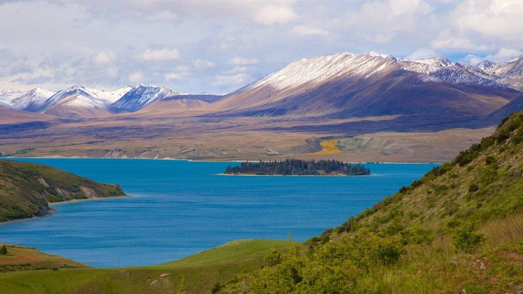 Observatorio de Mount John que incluye montañas, vistas de paisajes y imágenes de una isla