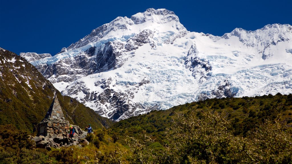 Mount Cook National Park featuring mountains, snow and landscape views