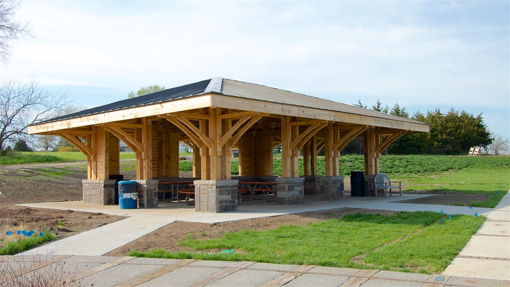 Overland Park Arboretum and Botanical Gardens mostrando un jardín
