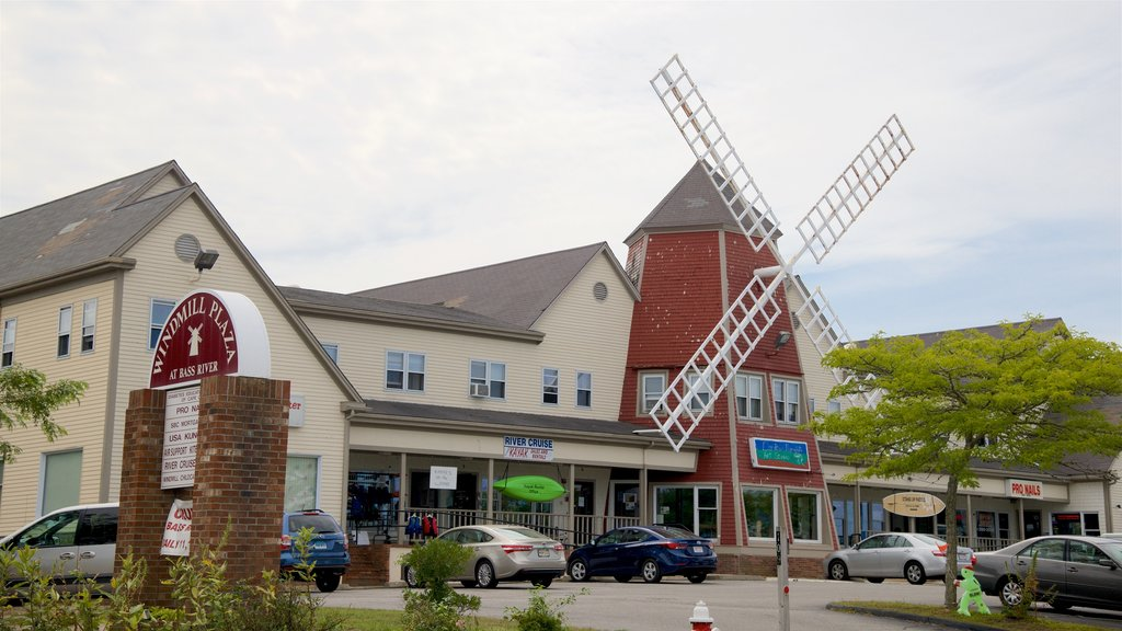 Yarmouth showing a windmill and signage