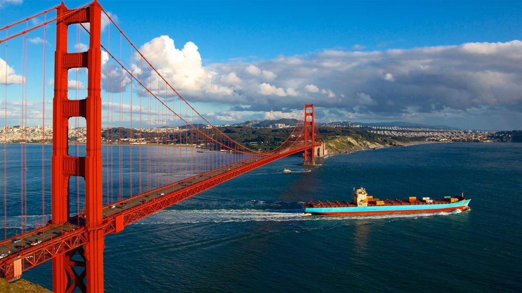 Puente Golden Gate que incluye un ferry, un río o arroyo y un puente