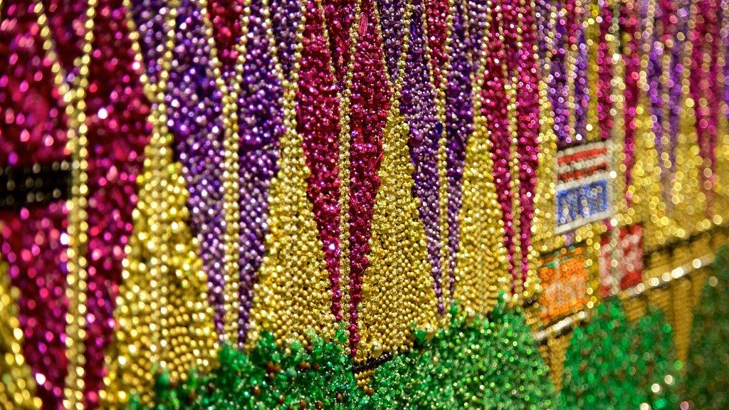 Mardi Gras World showing outdoor art