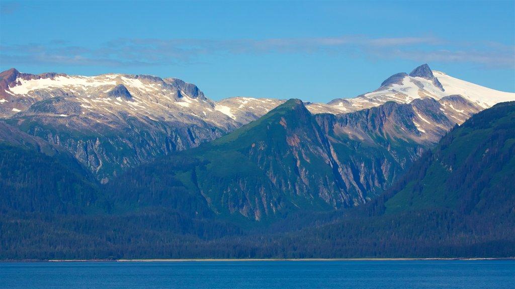 Juneau mostrando montañas, vistas de paisajes y una bahía o puerto