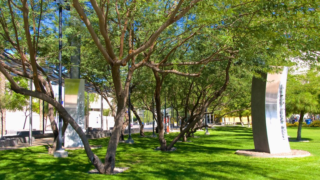 Mesa Arts Center showing a monument, art and a park
