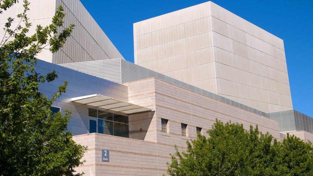 Mesa Arts Center showing modern architecture