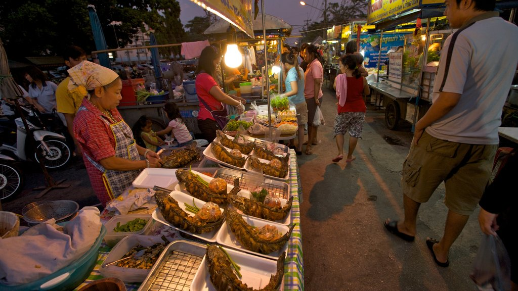 Ayutthaya featuring food, outdoor eating and markets