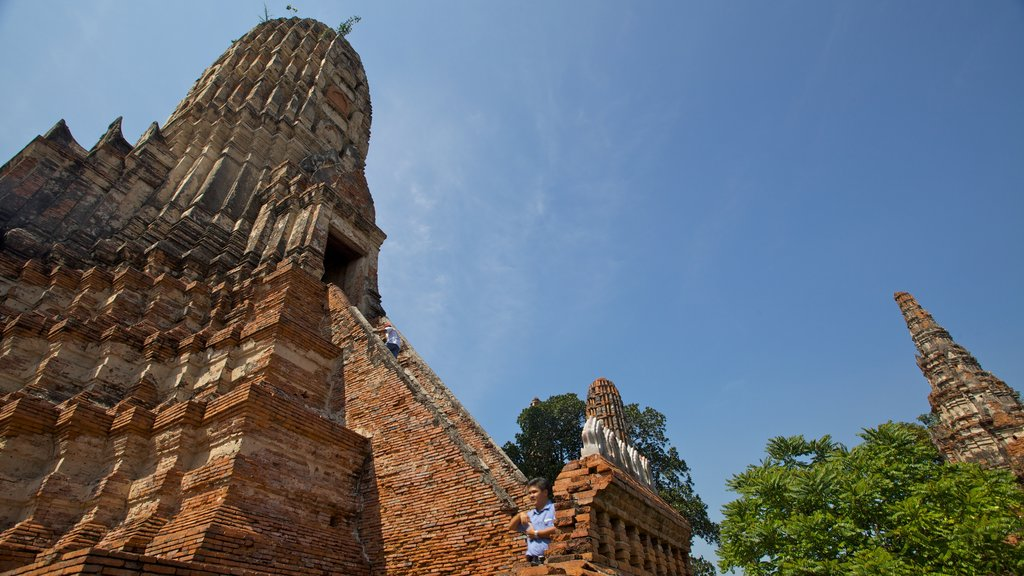 Ayutthaya which includes heritage architecture and building ruins
