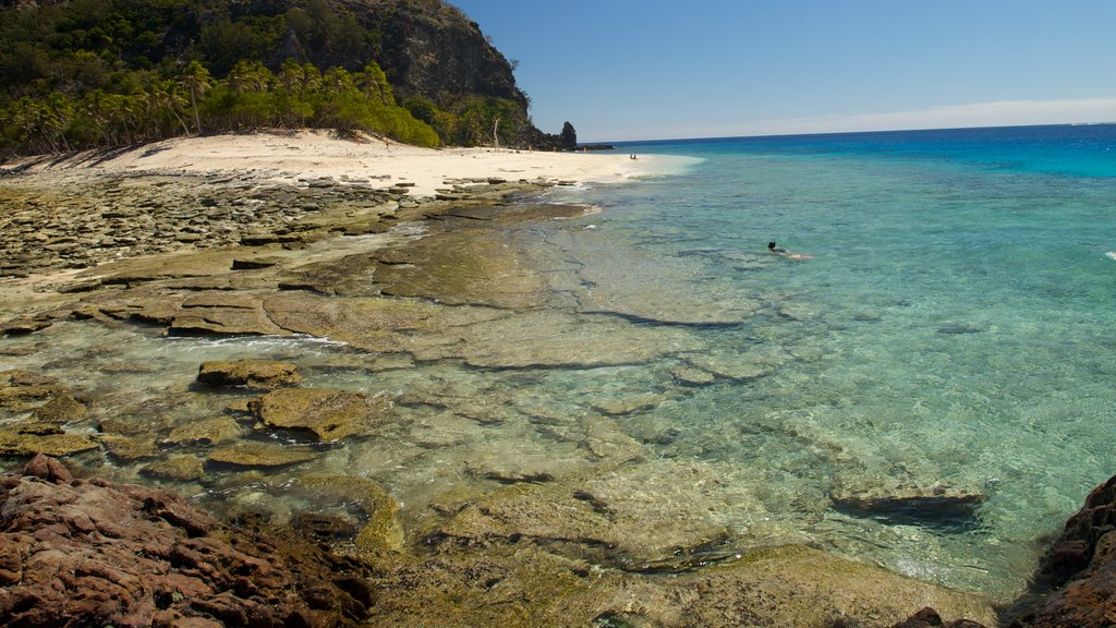 Mamanuca Islands which includes rocky coastline, tropical scenes and a sandy beach