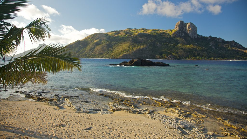 Fiji which includes general coastal views, a pebble beach and island images