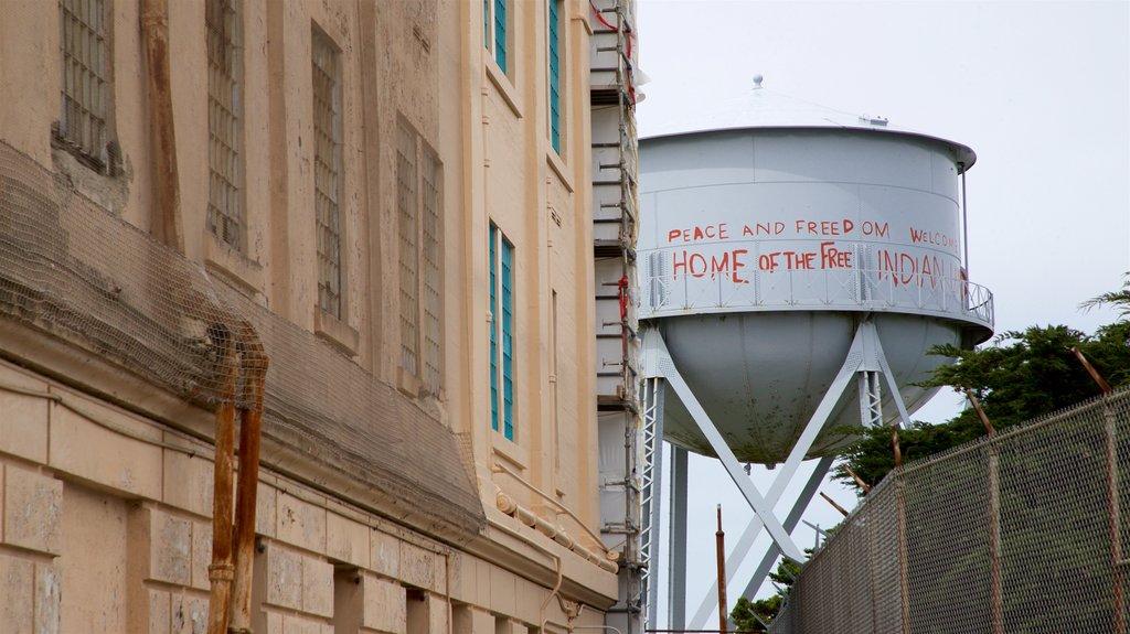 Alcatraz Island que inclui elementos de patrimônio