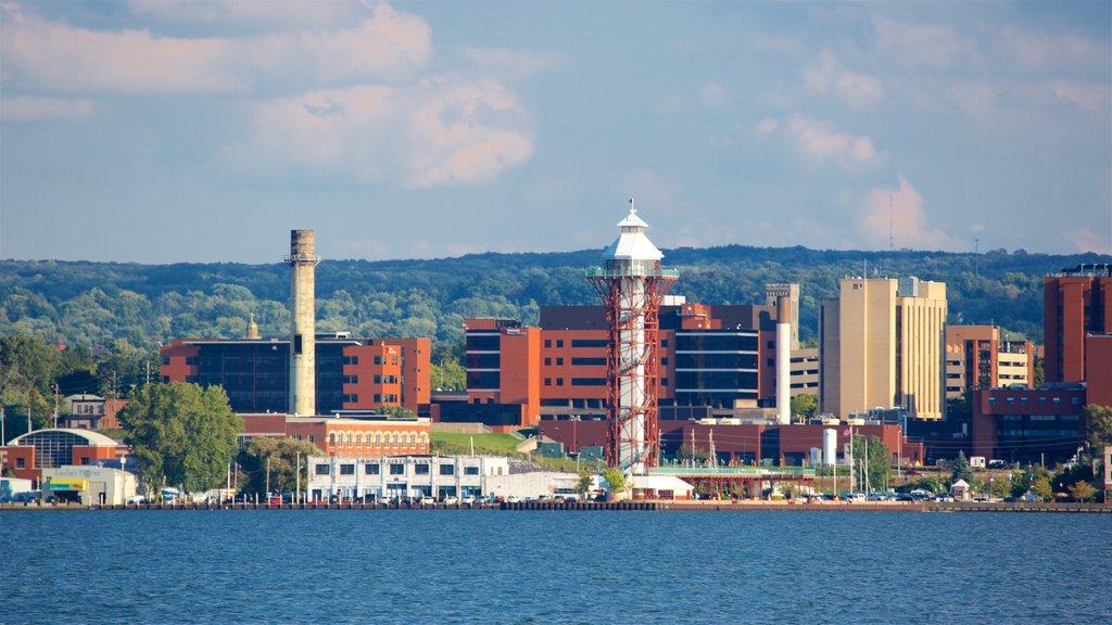 Erie que incluye un río o arroyo y una ciudad