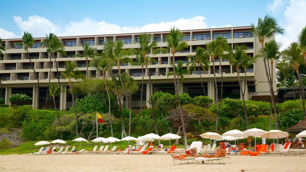 Mauna Kea Beach showing tropical scenes, a beach and general coastal views