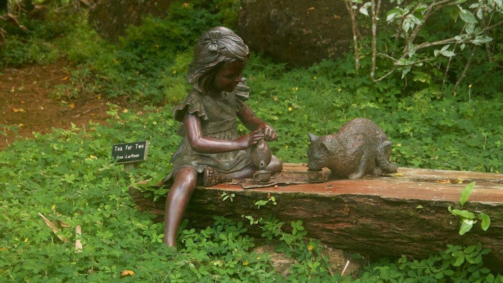 Na Aina Kai Botanical Gardens featuring a garden and outdoor art