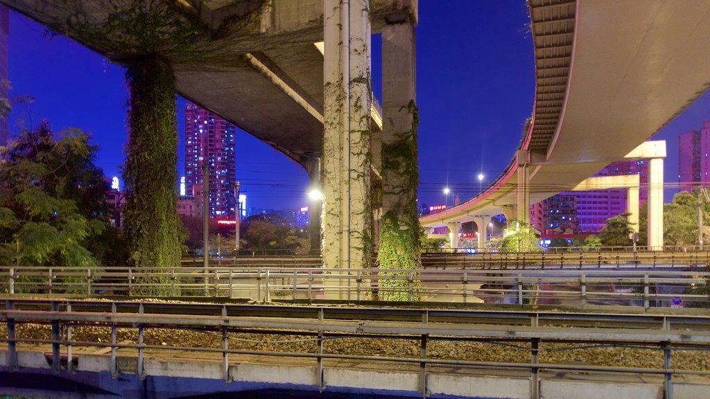 Tianhe que incluye escenas nocturnas, un puente y una ciudad