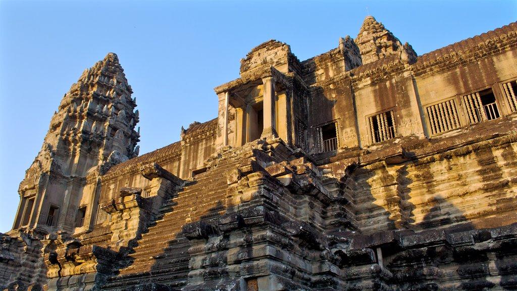 Angkor Wat ofreciendo patrimonio de arquitectura y un templo o lugar de culto