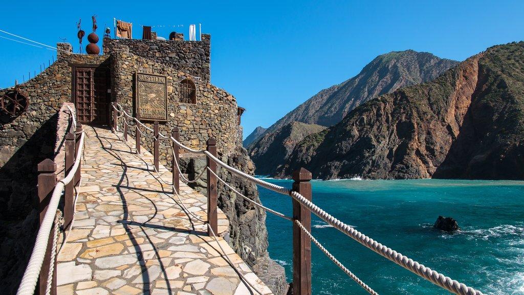 La Gomera featuring rugged coastline, heritage elements and general coastal views