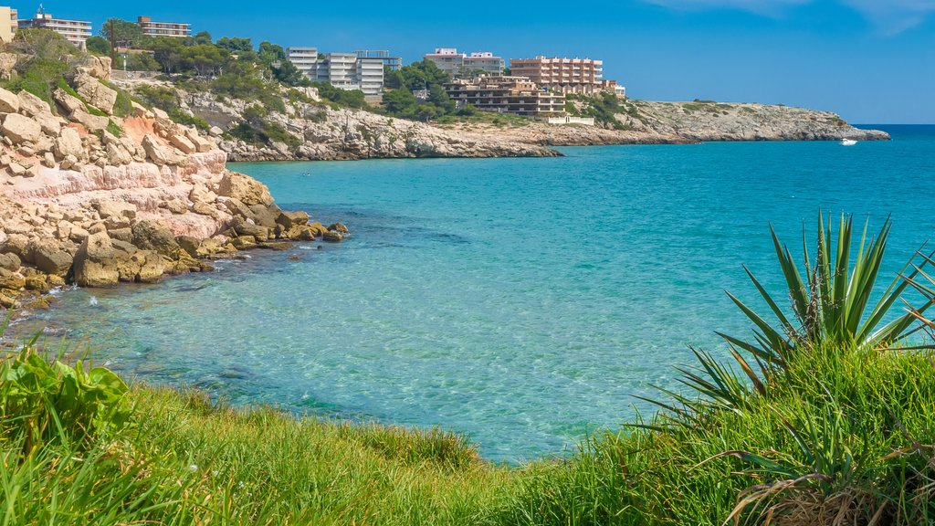 Salou showing a coastal town, general coastal views and rugged coastline