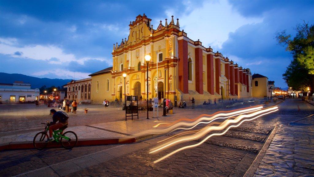 San Cristobal de las Casas Cathedral showing night scenes and heritage architecture