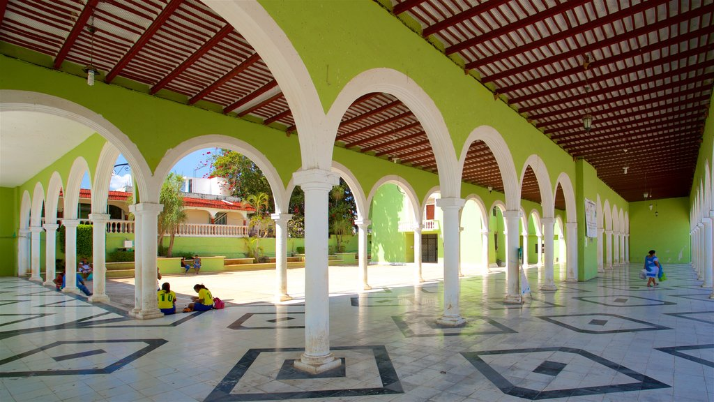 Hecelchakan featuring interior views