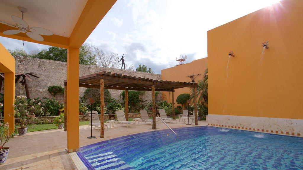 Casa de los Venados featuring a pool