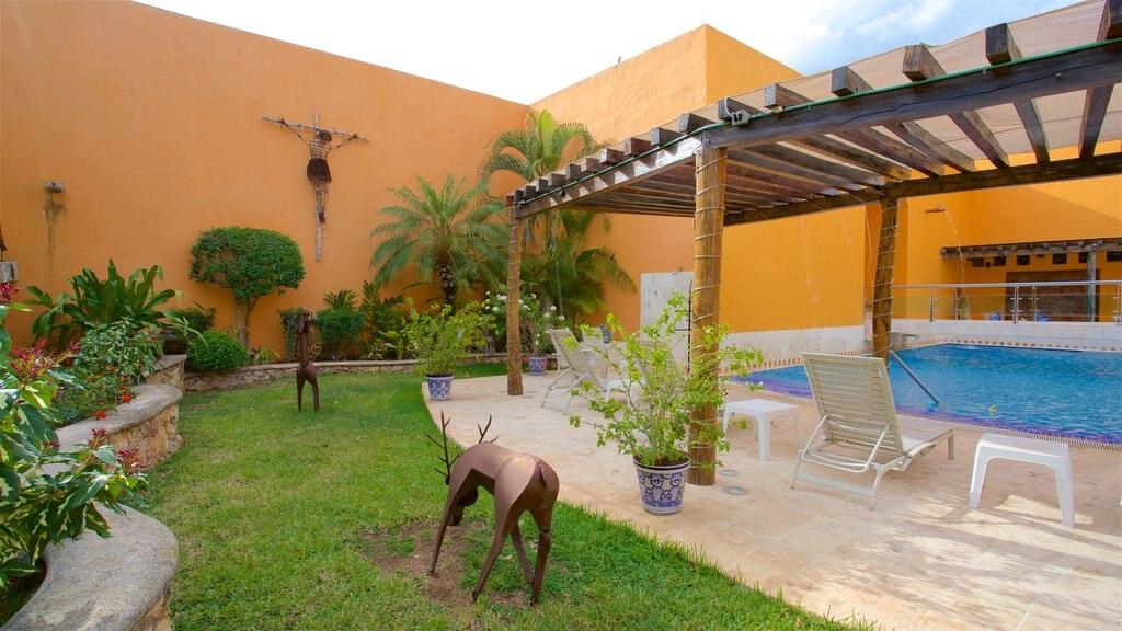 Casa de los Venados showing a pool and outdoor art