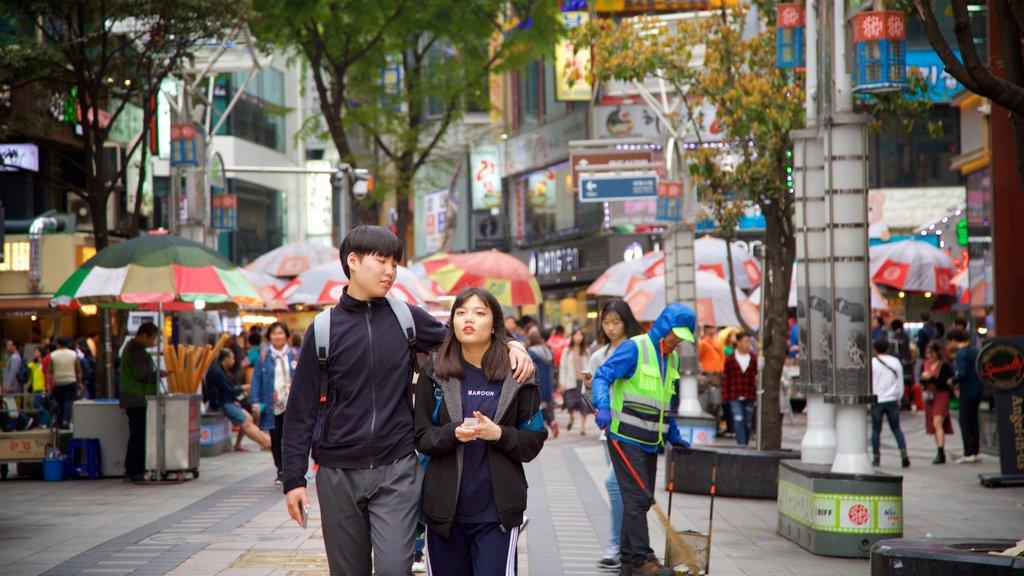 BIFF Square mostrando dfc y una ciudad y también una pareja