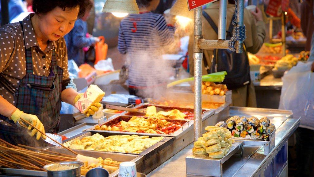 BIFF Square mostrando mercados y comida y también una mujer