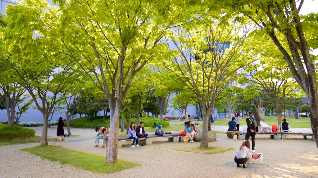 Busan Museum of Art featuring a park as well as a small group of people