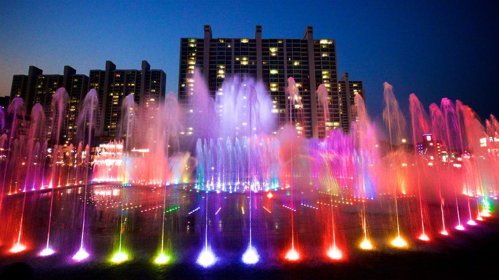 Fuente de los sueños del atardecer de Dadaepo mostrando una ciudad, escenas nocturnas y una fuente