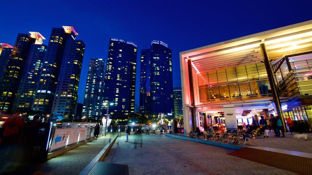 Busan mostrando una ciudad y escenas nocturnas