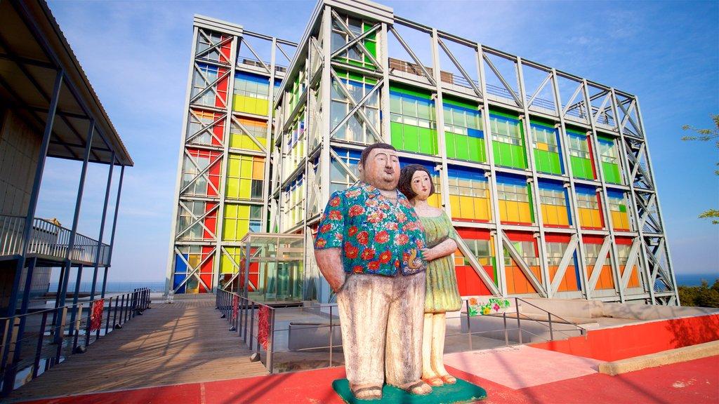 Haslla Art World que incluye arte al aire libre