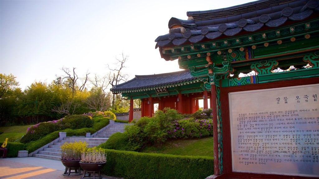 Museo municipal de Ojukheon ofreciendo una puesta de sol, señalización y un parque
