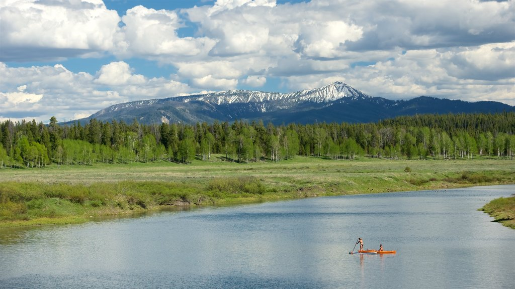 Oxbow Bend which includes mountains, kayaking or canoeing and tranquil scenes