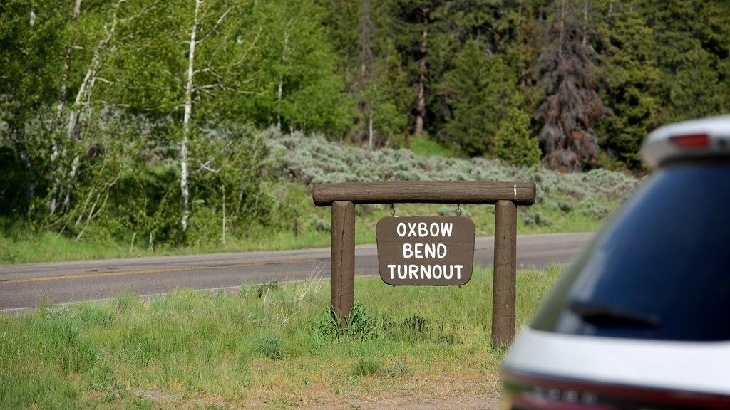 Oxbow Bend que incluye escenas tranquilas y señalización
