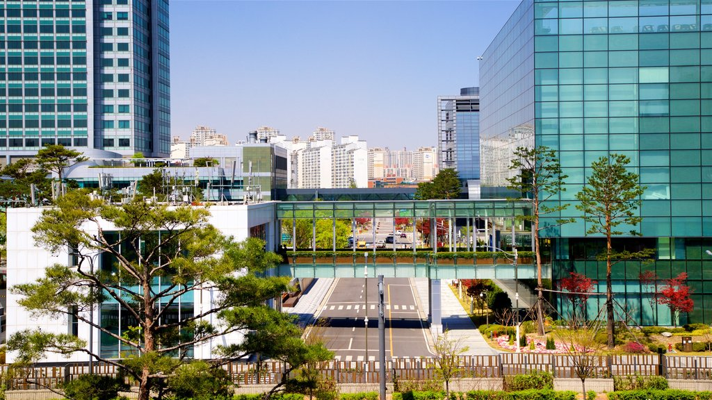 Samsung Innovation Museum which includes a city and landscape views