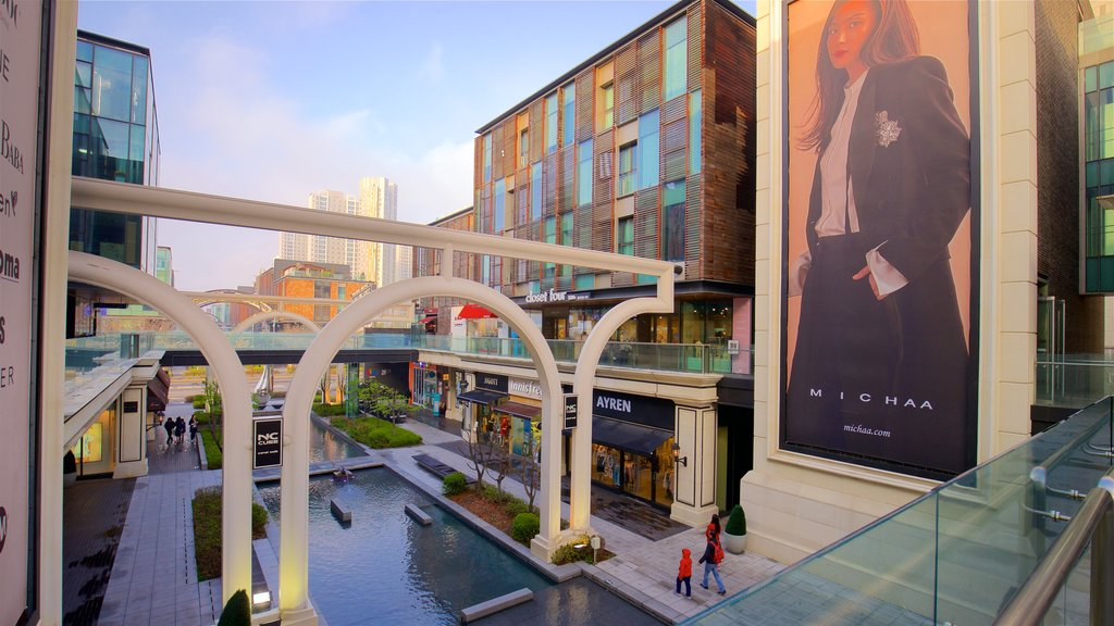 NC Cube Canal Walk which includes a sunset, central business district and a city