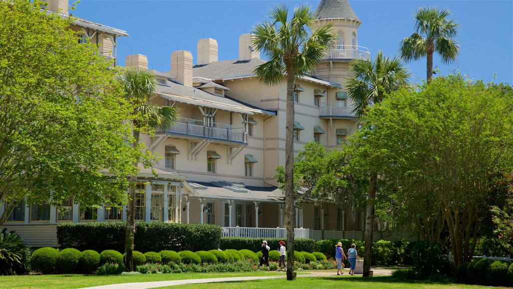 Jekyll Island which includes a garden as well as a small group of people