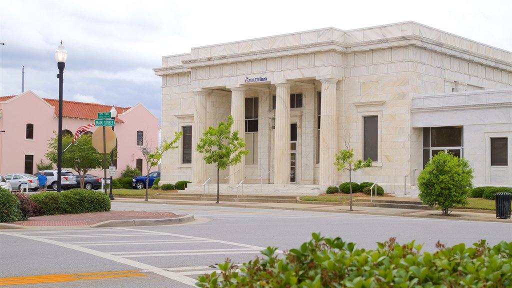 Tifton which includes heritage architecture