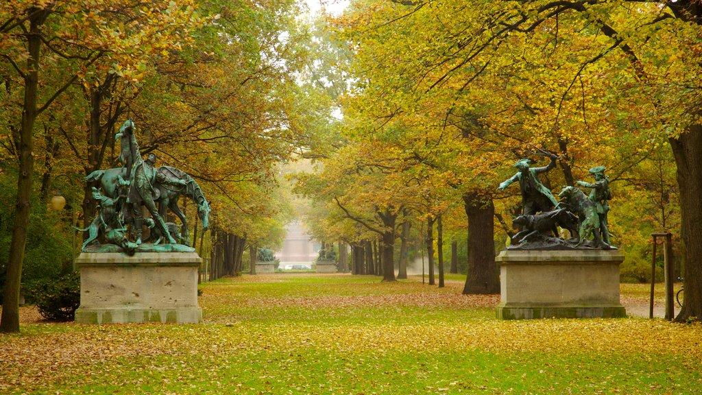 Tiergarten Soviet War Memorial showing a monument, outdoor art and landscape views
